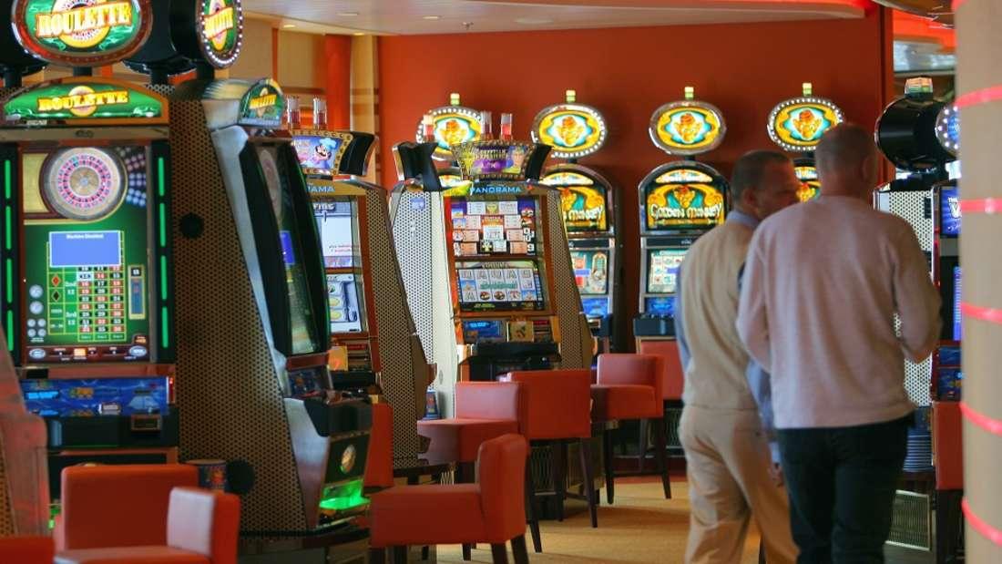 Im Casino auf dem Kreuzfahrtschiff kann man sich Bargeld auszahlen lassen - ohne Gebühren dafür zahlen zu müssen.