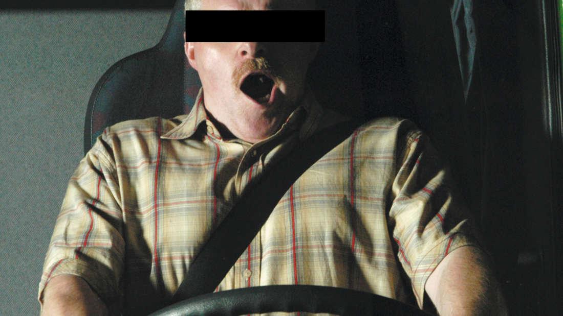 Betrunkener Sprinter-Fahrer schläft an roter Ampel ein (Symbolfoto)