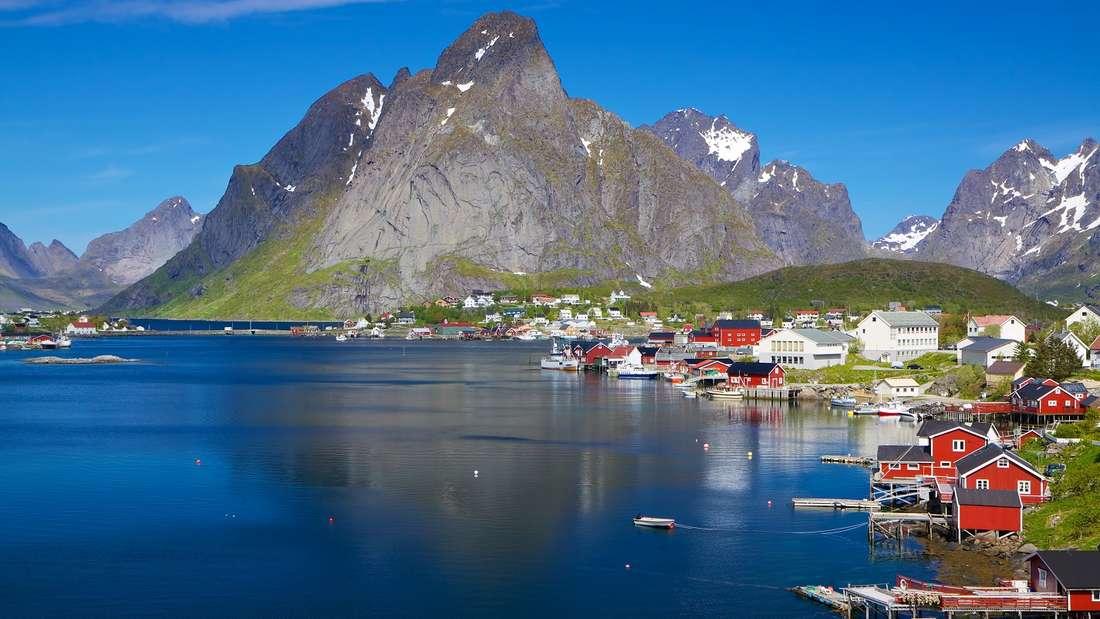Im Juni mit dem Kreuzfahrtschiff durch die Fjorde Norwegens.