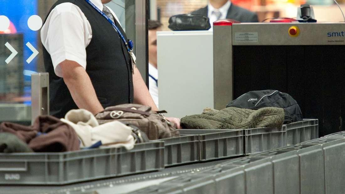Eine Flughafenmitarbeiterin überschritt bei einer Mutter eine Grenze, als sie sich über den Namenihres Kindes lustig machte. (Symbolbild)