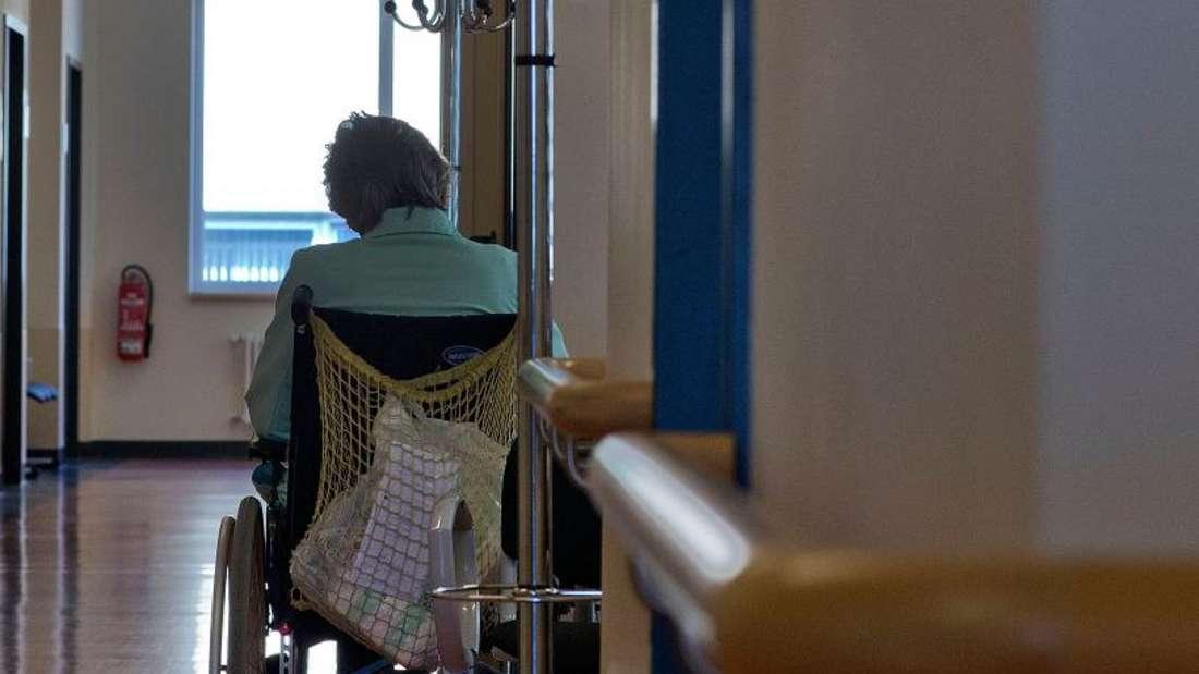 Eine Frau im Rollstuhl wurde die gesamte Nachtam Flughafen vergessen.(Symbolbild)