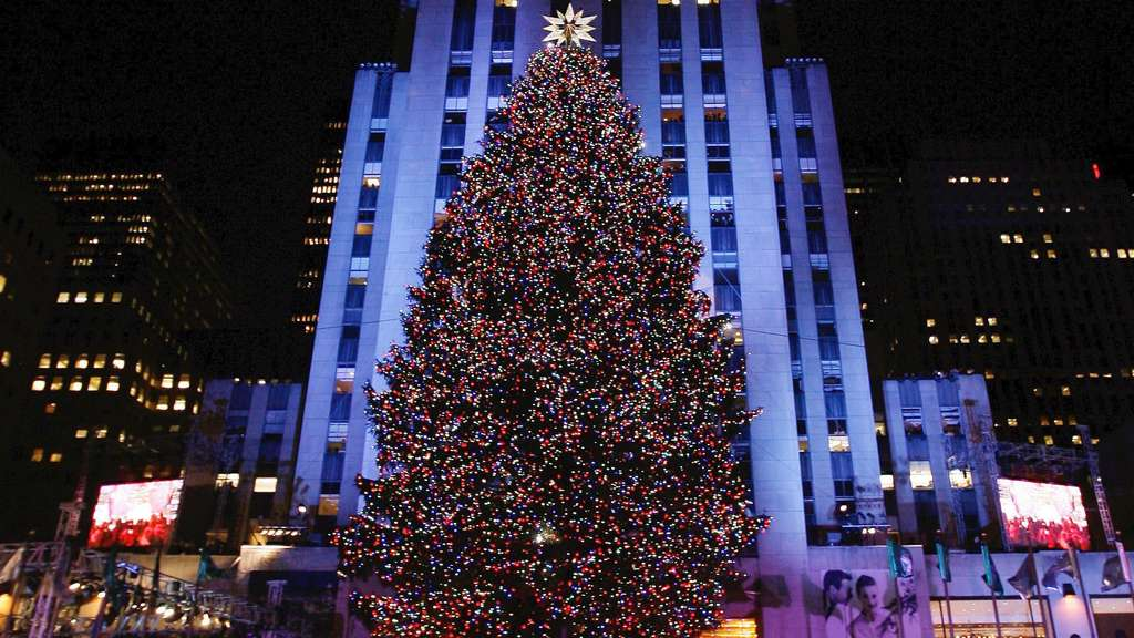 Weihnachtsbaum vor Rockefeller Center in New York