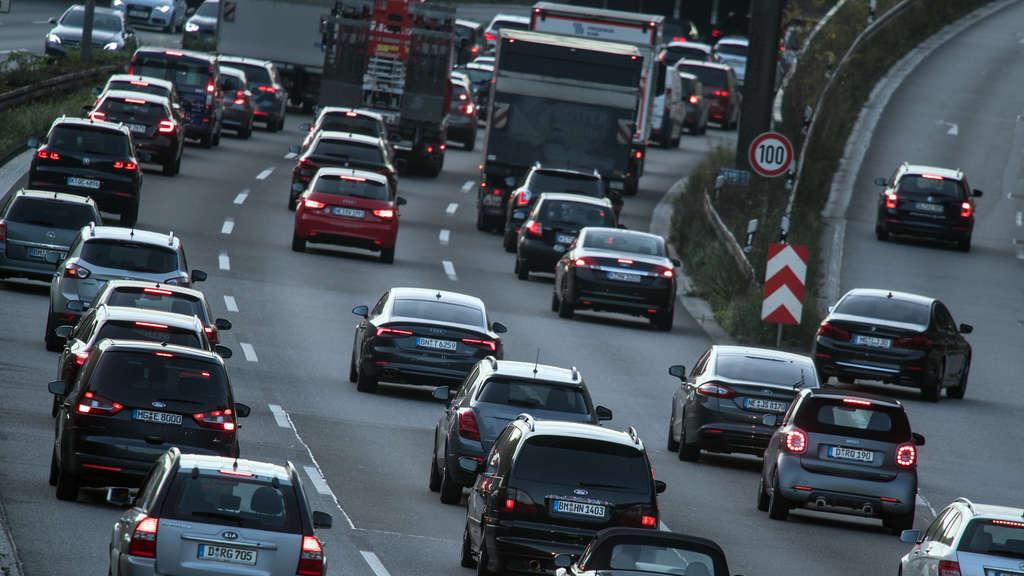 Heiligenrothmontabaur Stau Auf A3 Frau Lässt Auto Auf Linker Spur