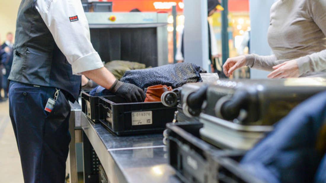 An der Gepäckkontrolle ist der Geduldsfaden mancher Reisenden schnell gerissen.