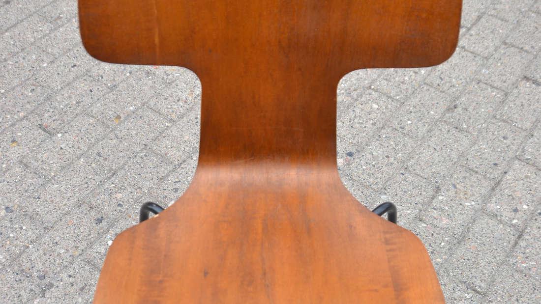 In Dänemark ist es Brauch zu Neujahr von einem Stuhl zu hüpfen.