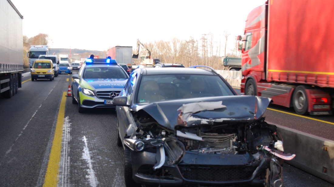 Unfall mit mehreren Fahrzeugen auf A6 bei Sinsheim