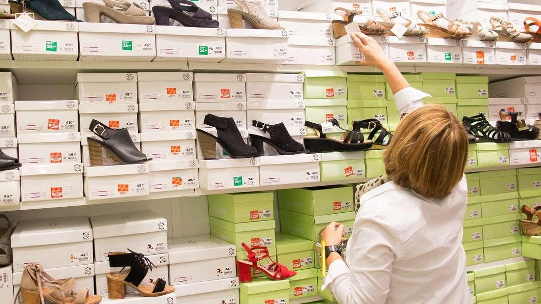Schuhe putzen? Warum nicht mal mit Reinigungswasser fürs Gesicht! (Symbolbild)