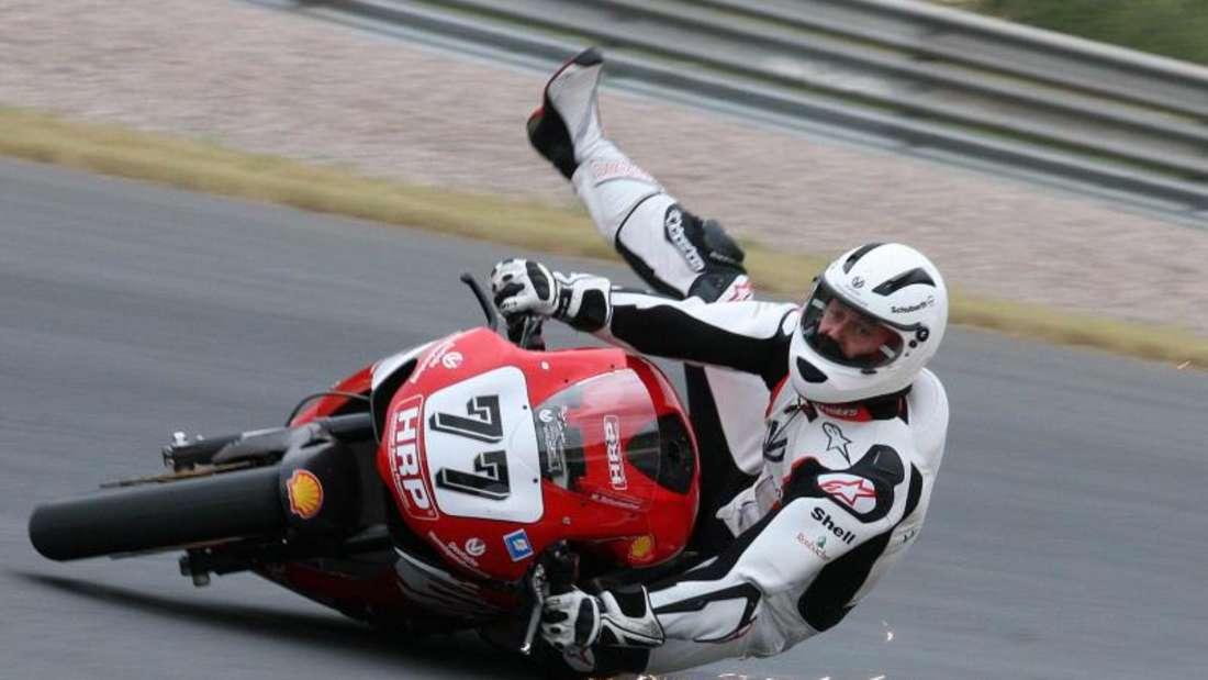 Michael Schumacher stürzte im Juni 2008 beim Motorrad-Training auf dem Sachsenring. Foto: Ralph Köhler