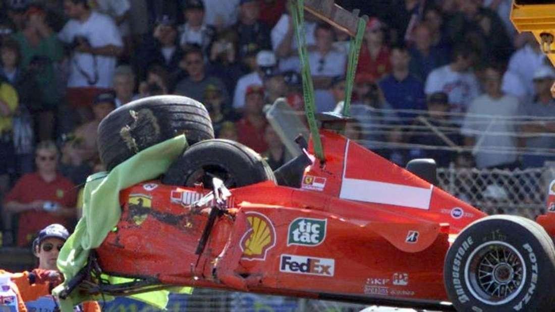 Der zerstörte Ferrari von Michael Schumacher im Jahr 1999 in Silverstone. Foto: Frm