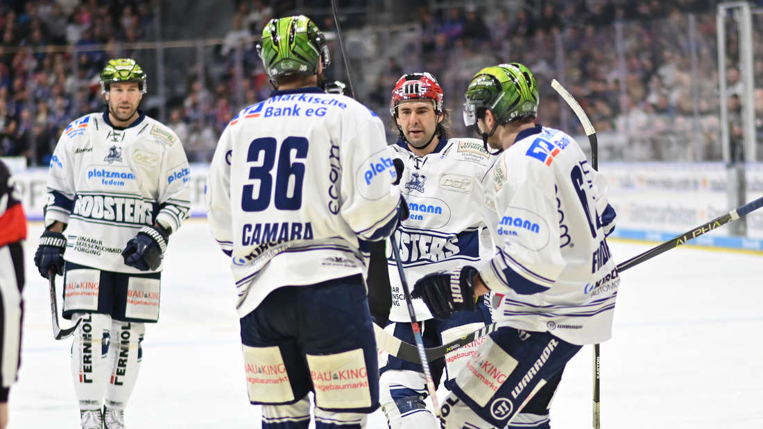 Die Adler Mannheim gewinnen gegen die Iserlohn Roosters.