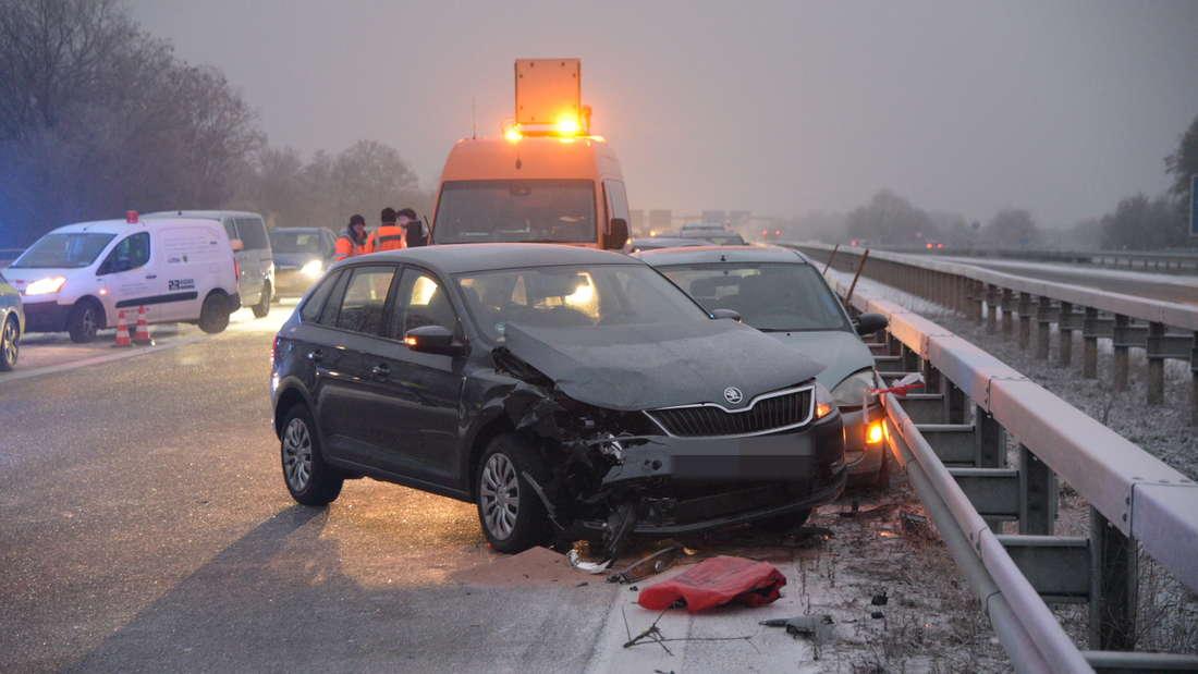Mehrere Fahrzeuge sind in einen Unfall auf der A656 verwickelt. (Symbolfoto)