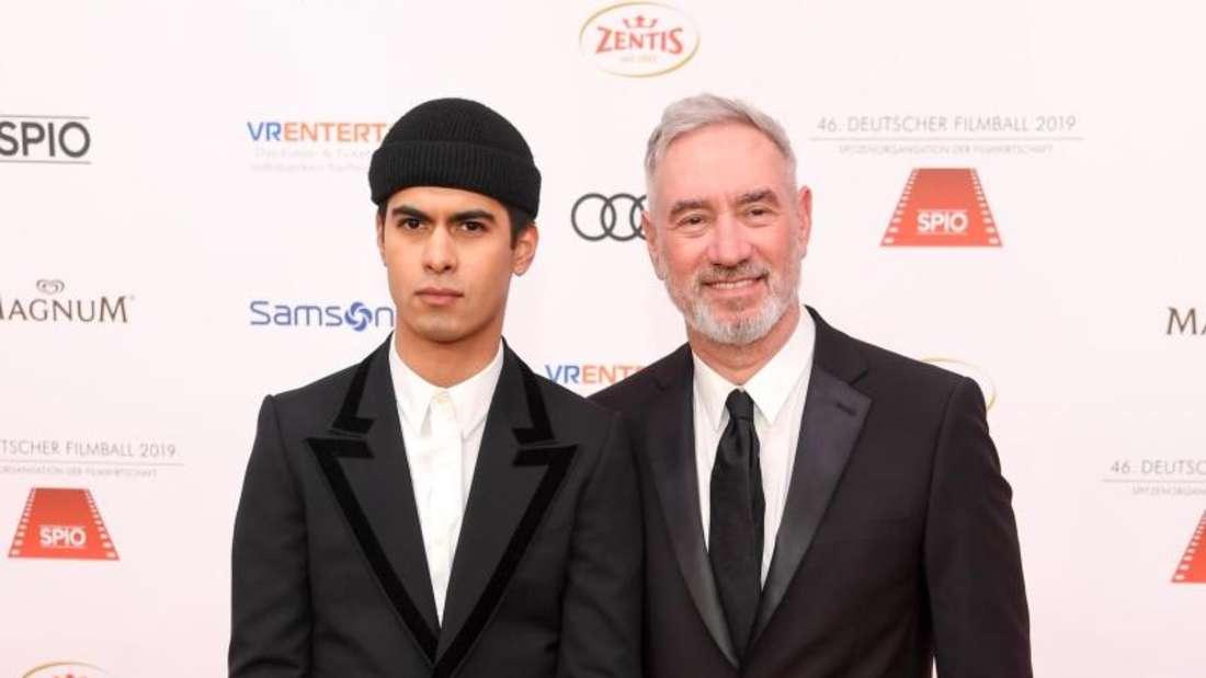 Der Regisseur Roland Emmerich (r) brachte seinen Mann Gerardo Soto Emmerich mit zum Filmball. Foto: Tobias Hase