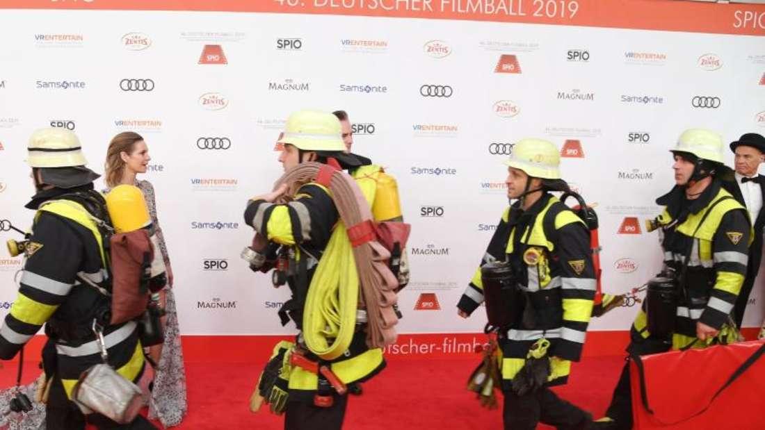 Feuerwehrmänner sieht man nur selten auf dem roten Teppich. Foto: Tobias Hase