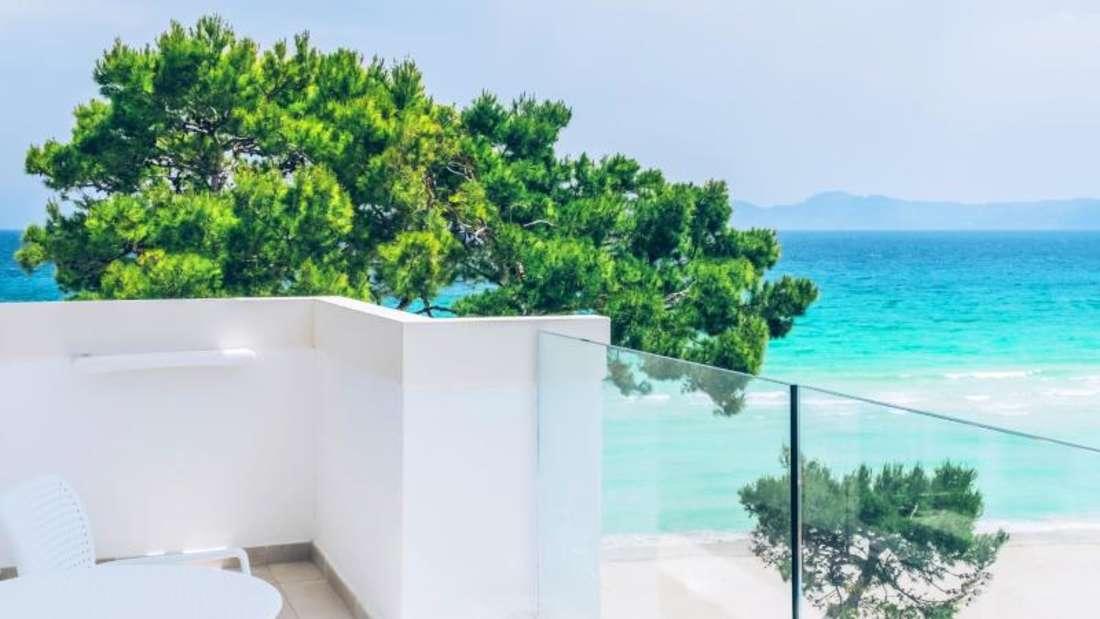 «Beachfront Meerblick Deluxe»: Der Veranstalter Schauinsland Reisen bietet seinen Gästen in mehr als 60 Hotels bevorzugte Zimmerlagen direkt am Strand.
