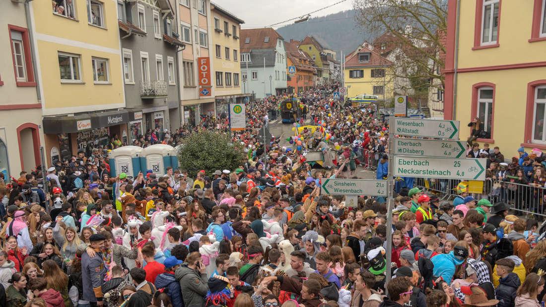 Am Samstag (1. März) zieht der Faschingsumzug 2019 mit fast 100 Zugnummern durch das Wiesenbacher Tal und die Neckargemünder Altstadt. © HEIDELBERG24/PR-Video/Priebe