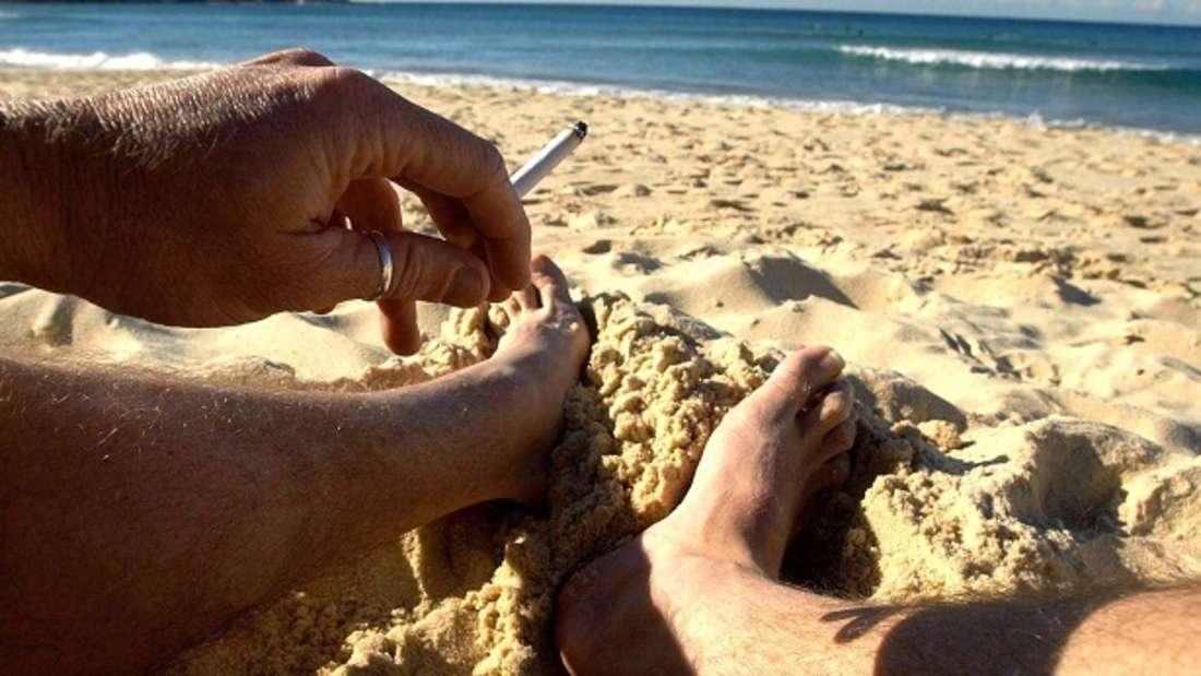 Rauchen am Strand wird in Bibione bald komplett verboten.