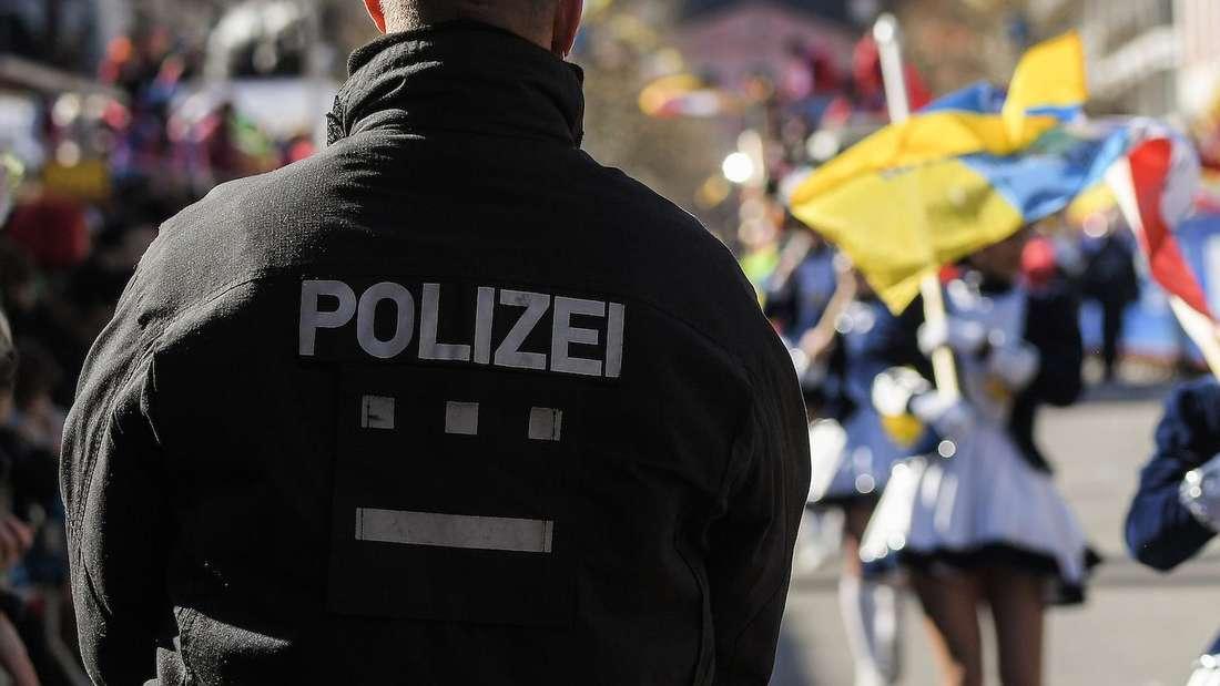 Die Polizei sucht den Täter, der eine junge Frau nach Fasching sexuell genötigt hat (Symbolfoto)