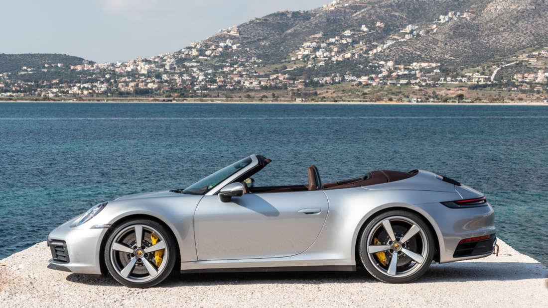 Nur zwölf Sekunden dauert es, bis das Verdeck des Porsche 911 Cabriolet eingeklappt ist.