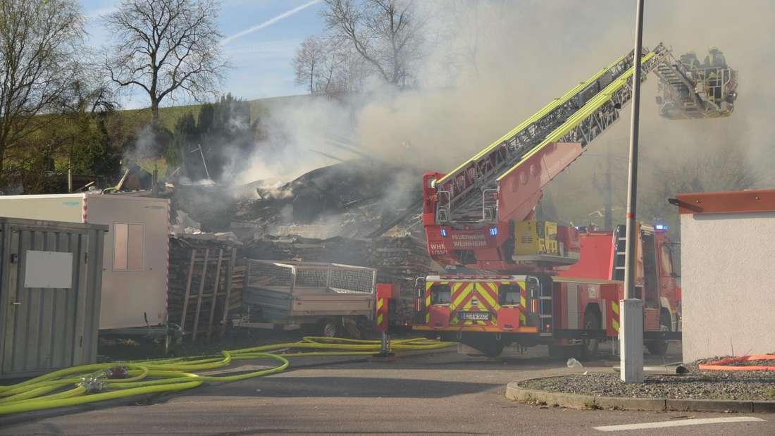 Am Freitagmorgen (22. März) explodiert in der Buchklinger Straße ein Einfamilienhaus. © MANNHEIM24/PR-Video/Priebe