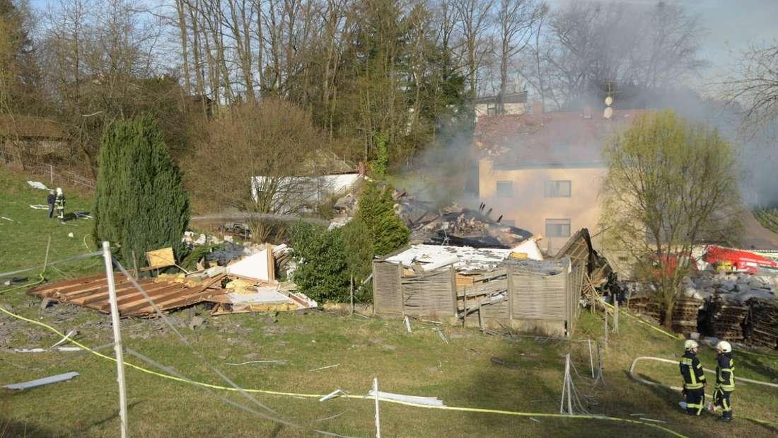 Bei einer Explosion in Birkenau wird ein Wohnhaus zerstört.
