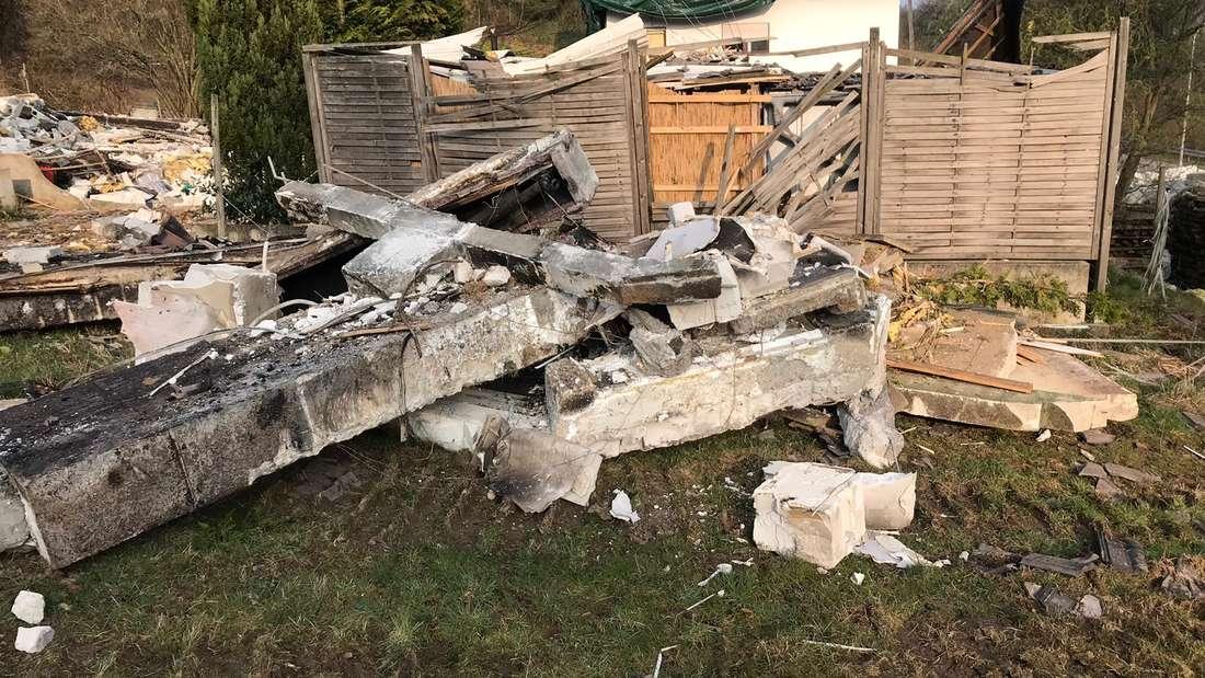 Auch am Tag nach der Explosion gleicht der Tatort einem Trümmerfeld.