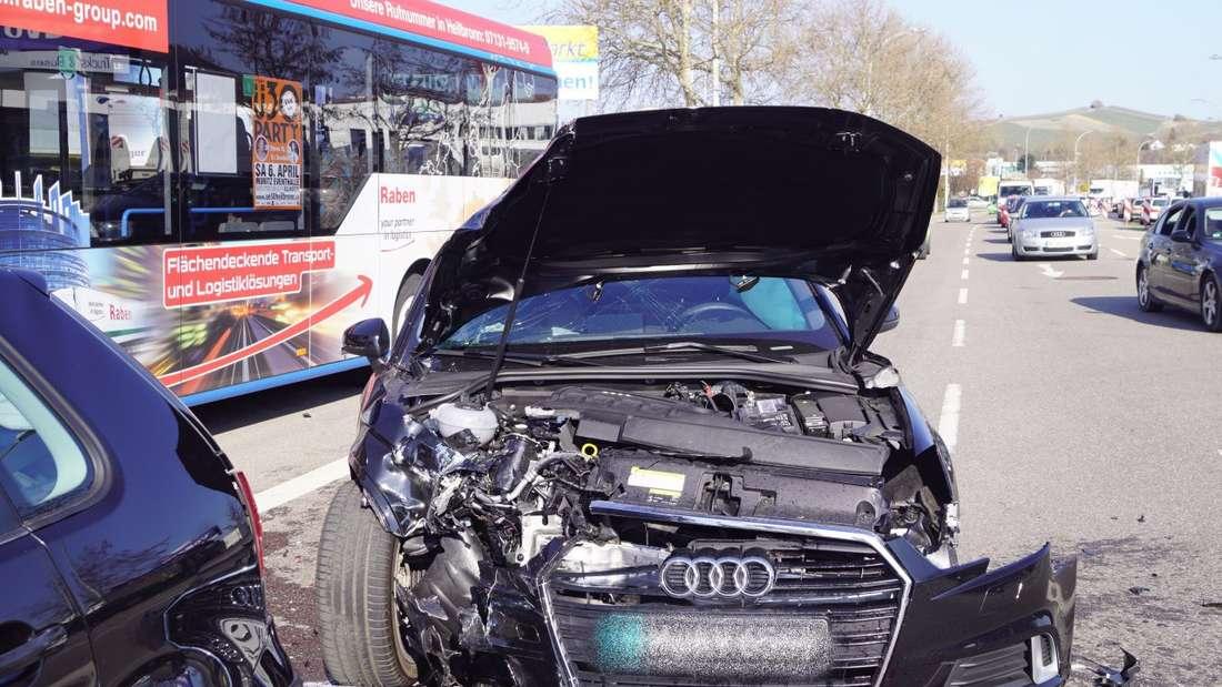 Schwerer Bus-Unfall fordert mehrere Verletzte in Heilbronn