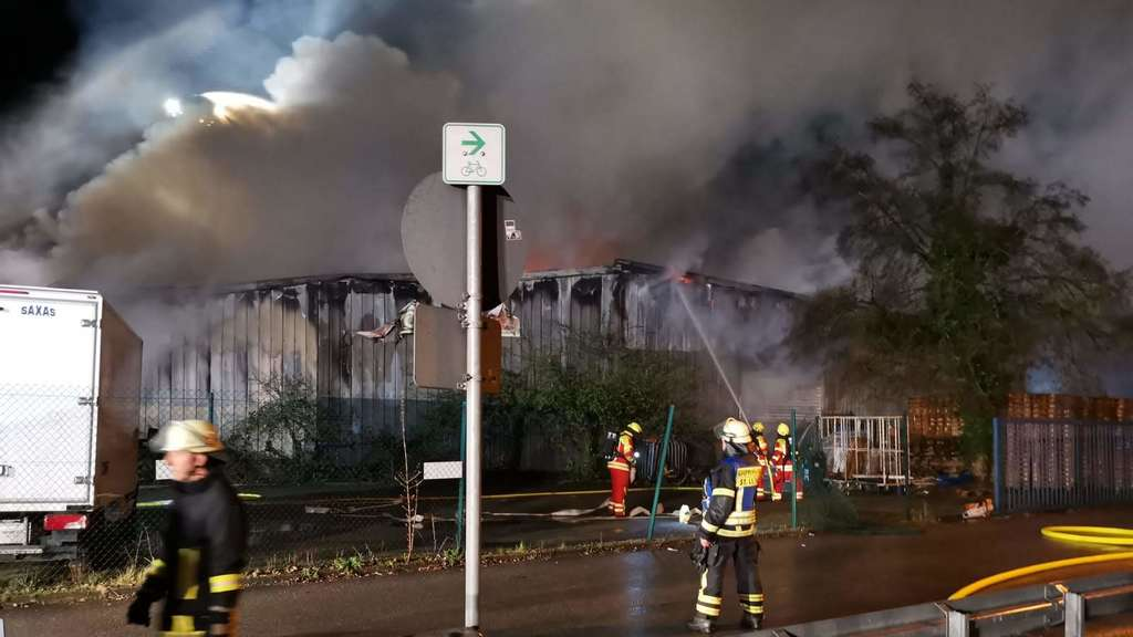 Großbrand in Lagerhalle in St. Leon-Rot