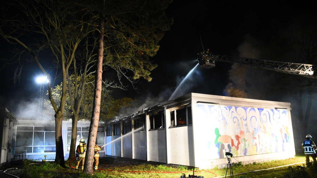 Durch einen Brand in einer Bibliothek entstehen mehrere hunderttausend Euro Schaden.