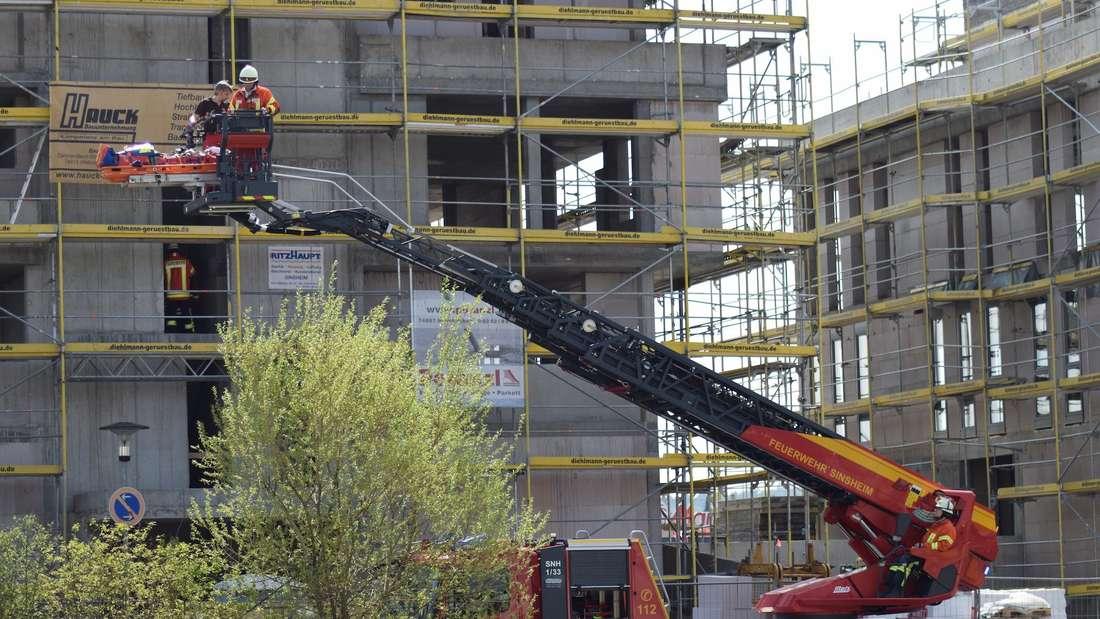 Mann bei Arbeitsunfall in Sinsheim schwer verletzt.
