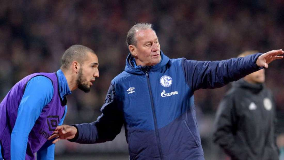 Wurde von Schalke-Coach Stevens (r) wieder degradiert: Nabil Bentaleb. Foto: Timm Schamberger