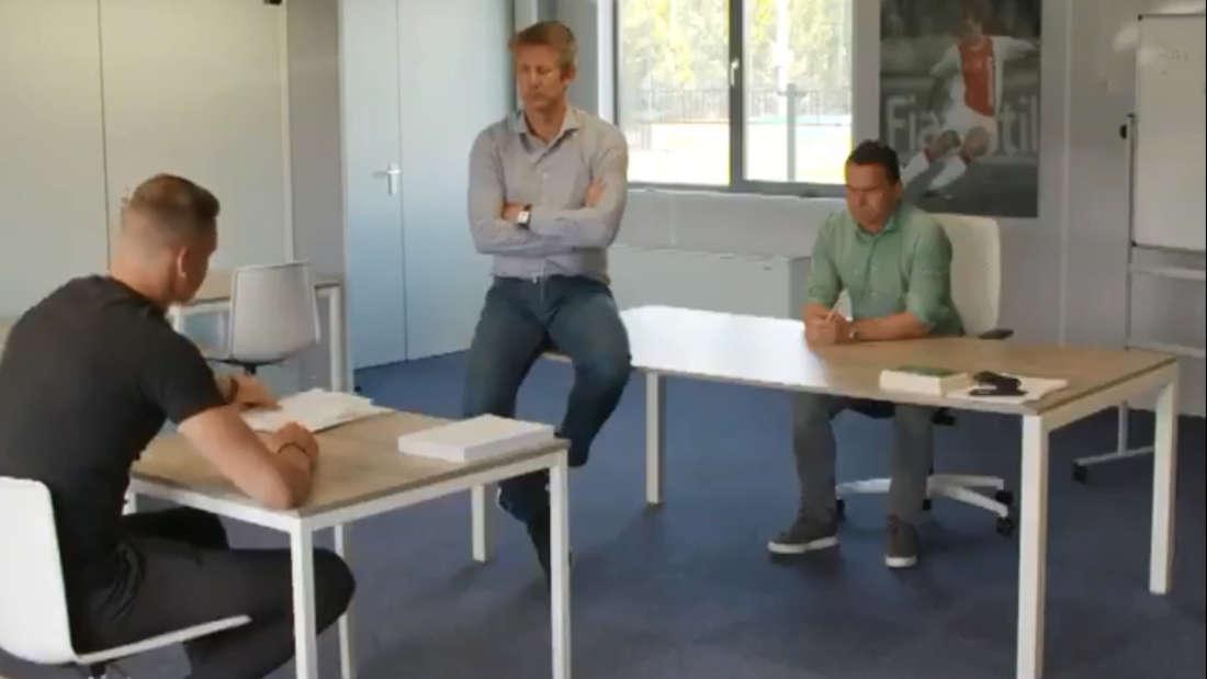 Ajax-Keeper Scherpen wird zur Strafarbeit verdonnert.