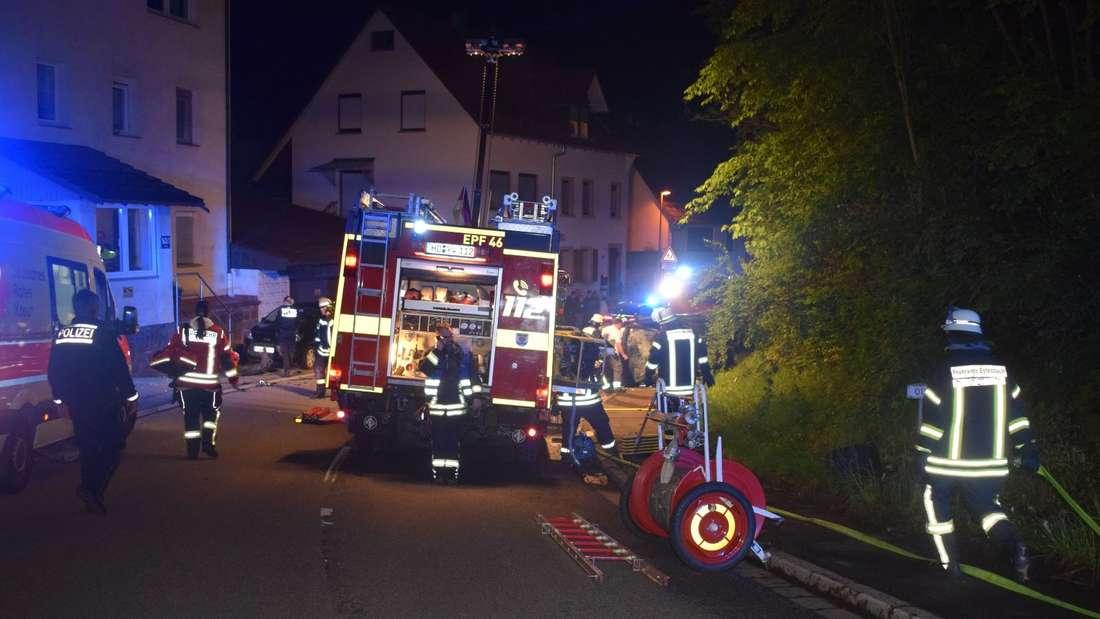 Die Unfallstelle in Reichartshausen: Nach einem Unfall im Rahmen einer Verfolgungsjagd wurden hier vier Jugendliche teilweise lebensgefährlich verletzt.