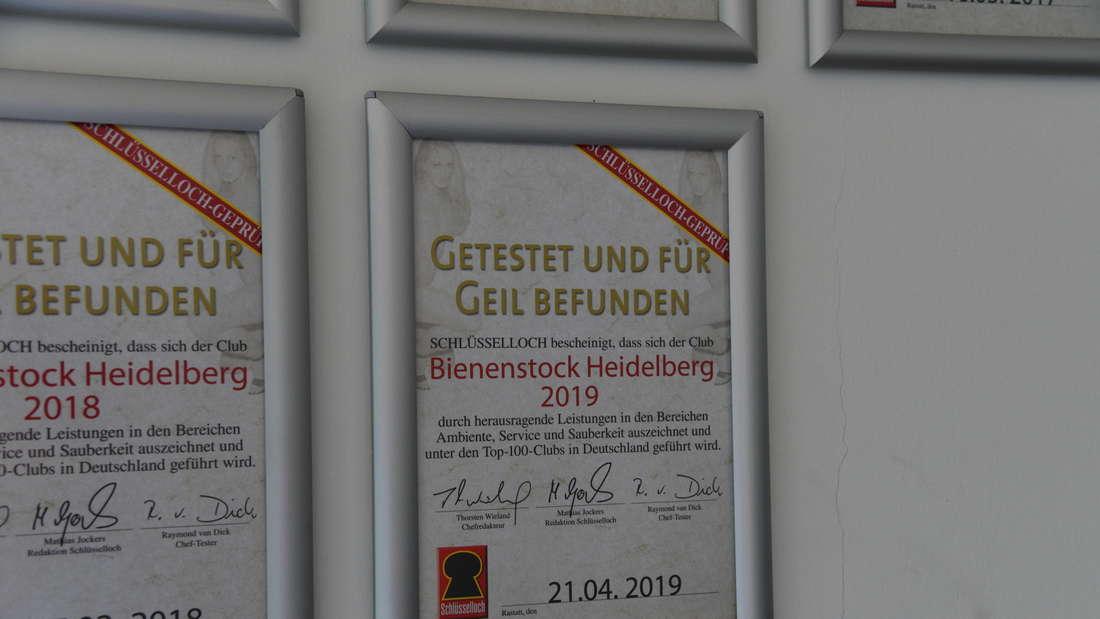 Micaela Schäfer im Bienenstock in Heidelberg