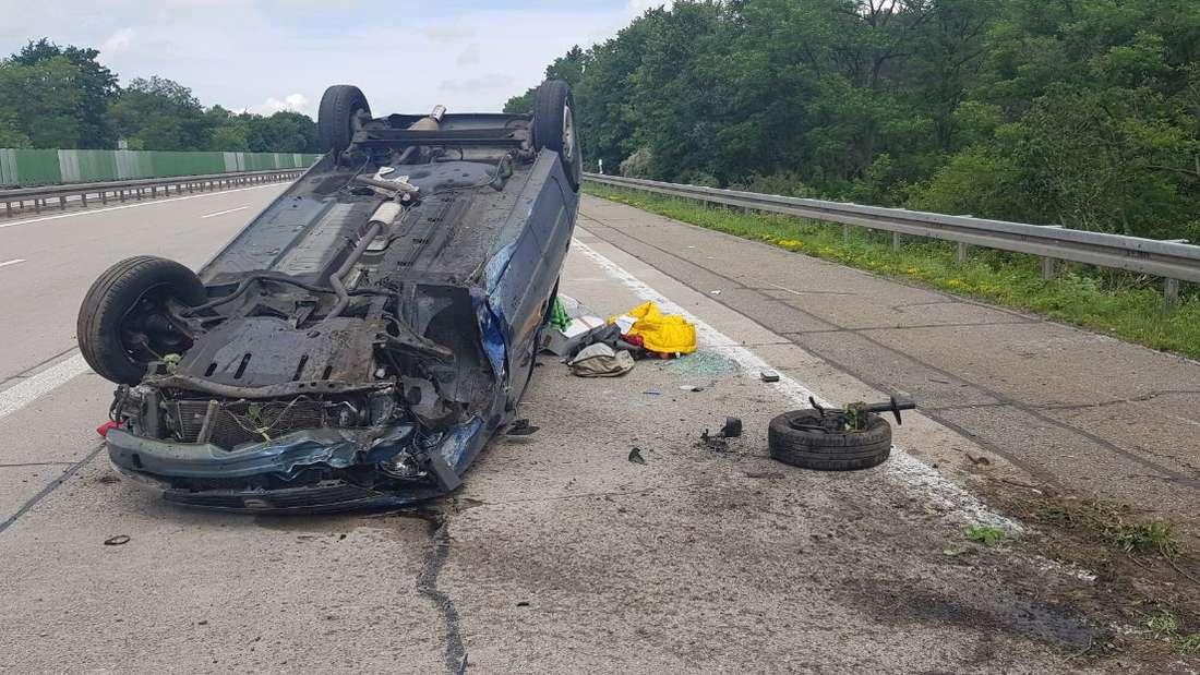 Autofahrer liefert sich Verfolgungsjagd mit Polizei und baut Unfall auf der A6.