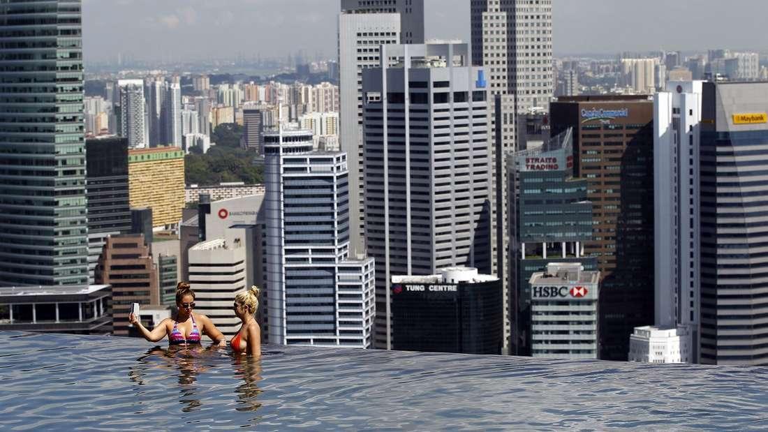 Auch in Singapur begeistern Infinity-Pools ihre Besucher.