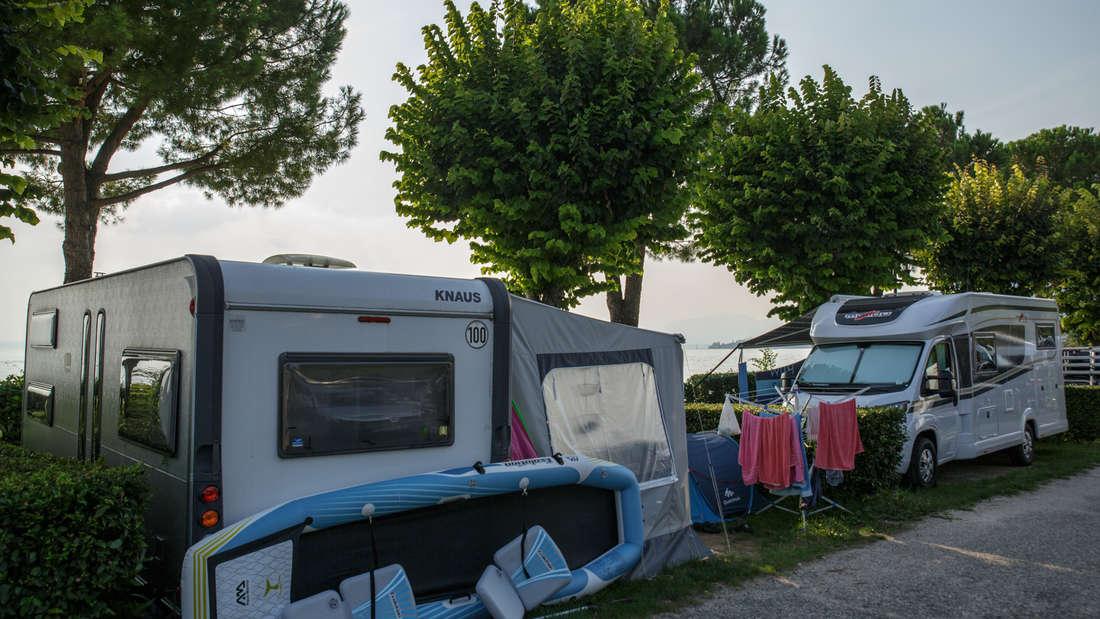 Wer sich auf dem Campingplatz nicht mit den Nachbarn anlegen will, der hält sich besser an ein paar Regeln.