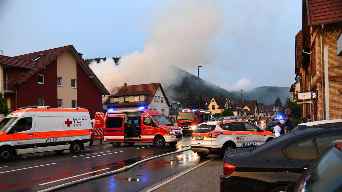 Flammenhölle im beschaulichen Neckargemünd (22. Juni 2019). Nach einem Sauna-Brand rettet die Feuerwehr einen Anwohner in letzter Sekunde!
