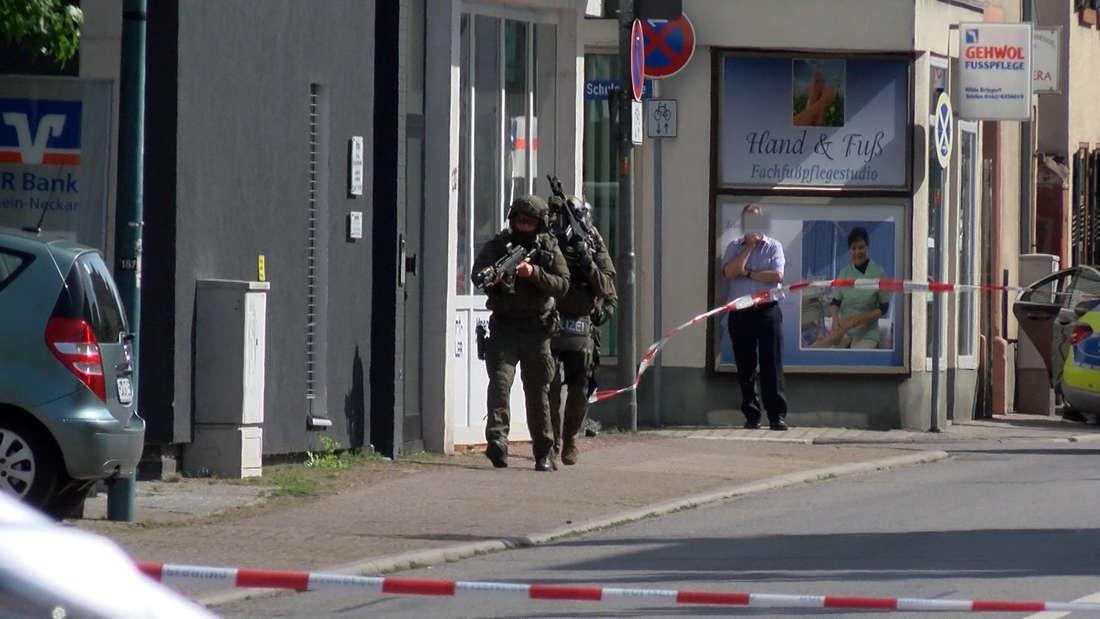 In Ilvesheim findet ein SEK-Einsatz nach einem Banküberfall statt.