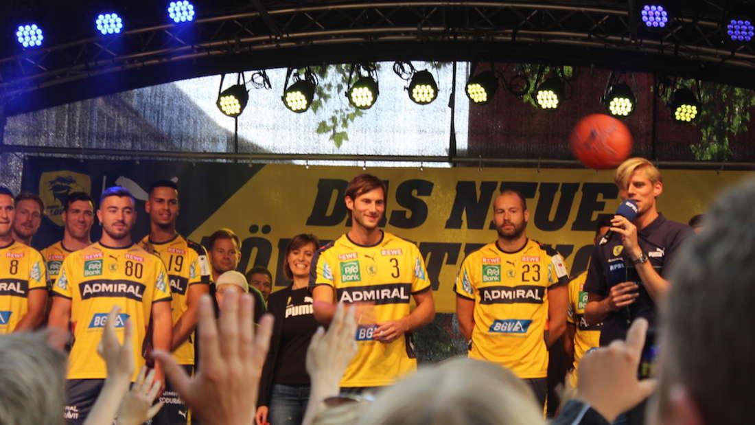 Die Rhein-Neckar Löwen haben in der Mannheimer Innenstadt das neue Trikot präsentiert.