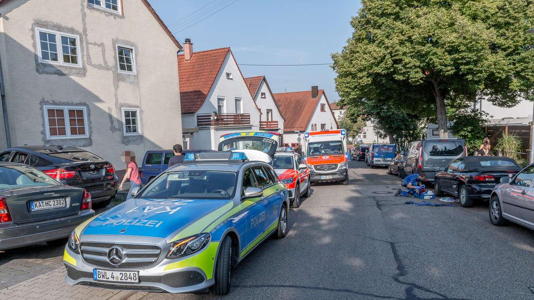 Ein Rentner (79) wird in Langenbrücken auf seinem Pedelec von einem ausparkenden Auto auf erfasst.