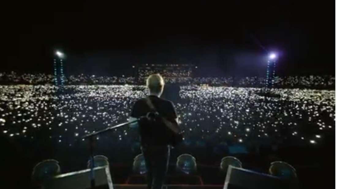 Wahnsinn! Ed Sheeran vor einem Lichtermeer