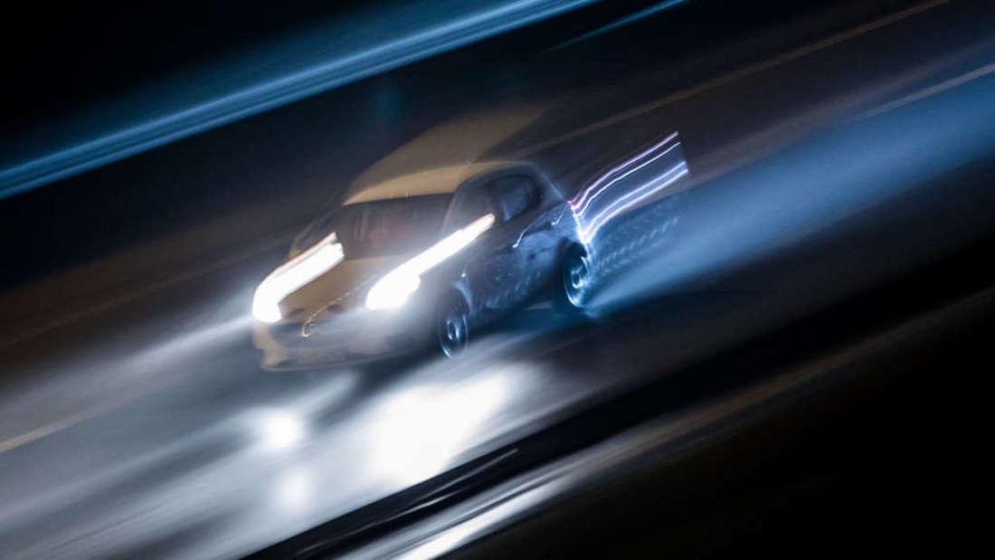 Ein Unbekannter flieht vor der Polizei– mit über 100 Stundenkilometer. (Symbolfoto)