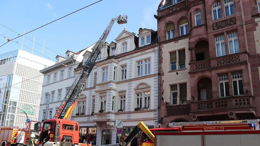 Ein Brand in einem Restaurant am Bismarckplatz hält die Anwohner zunächst in Atem.
