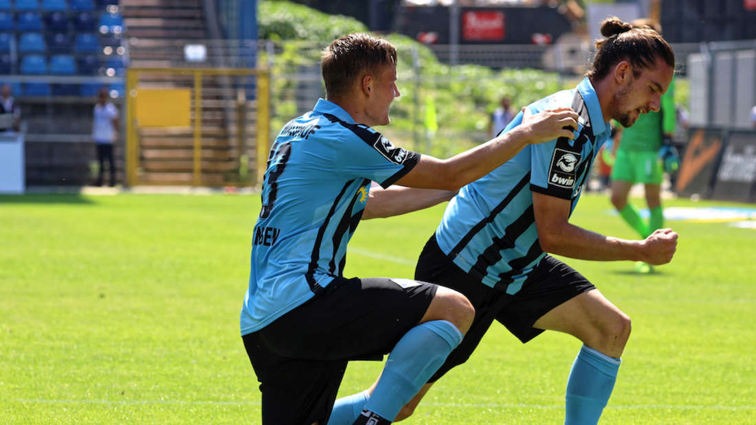 Der SV Waldhof Mannheim gewinnt mit 4:3 (2:2) gegen den MSV Duisburg.