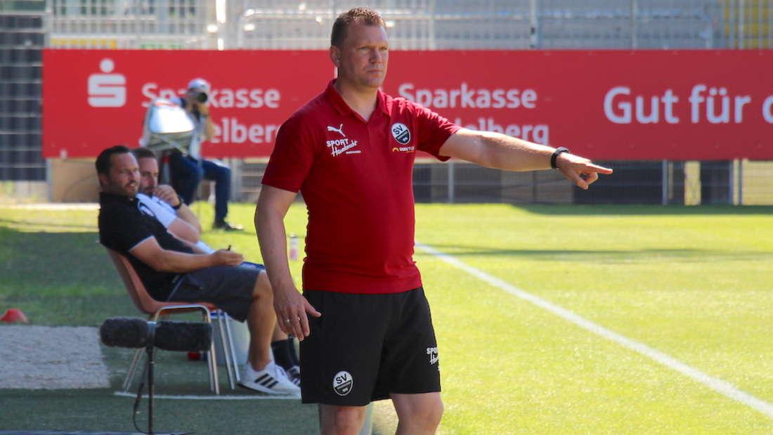 Sandhausen-Trainer Uwe Koschinat erwartet defensiv agierende Darmstädter.