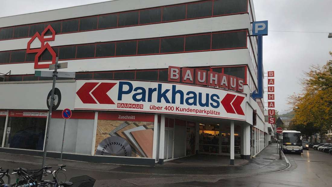 Auch das angrenzende Parkhaus am Bauhaus Gebäude wird geschlossen.