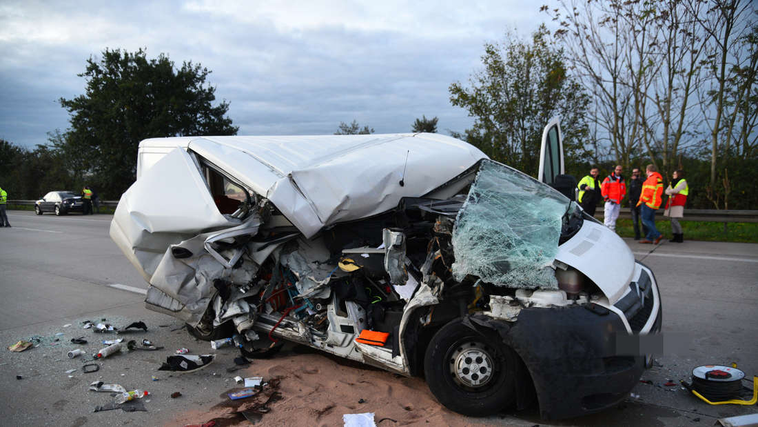 Unfall auf A6 zwischen Hockenheim und Walldorf.