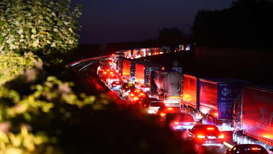 Stau am Mittwochmorgen nach einem Unfall auf der A6.