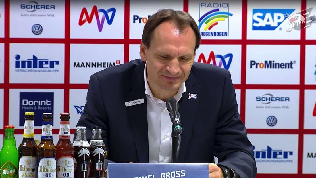 Nach der 3:6-Niederlage gegen die Krefeld Pinguine (3. November) ringt Trainer Pavel Gross um die richtigen Worte.
