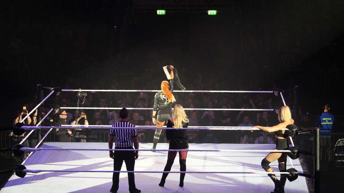 Die Show WWE RAW begeistert in der Mannheimer SAP Arena die Wrestling-Fans.